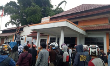 Massa Aksi Menilai Surat Suara Yang Disosialisasikan Pihak KPU RI dan KPU Mamasa Berbeda.l