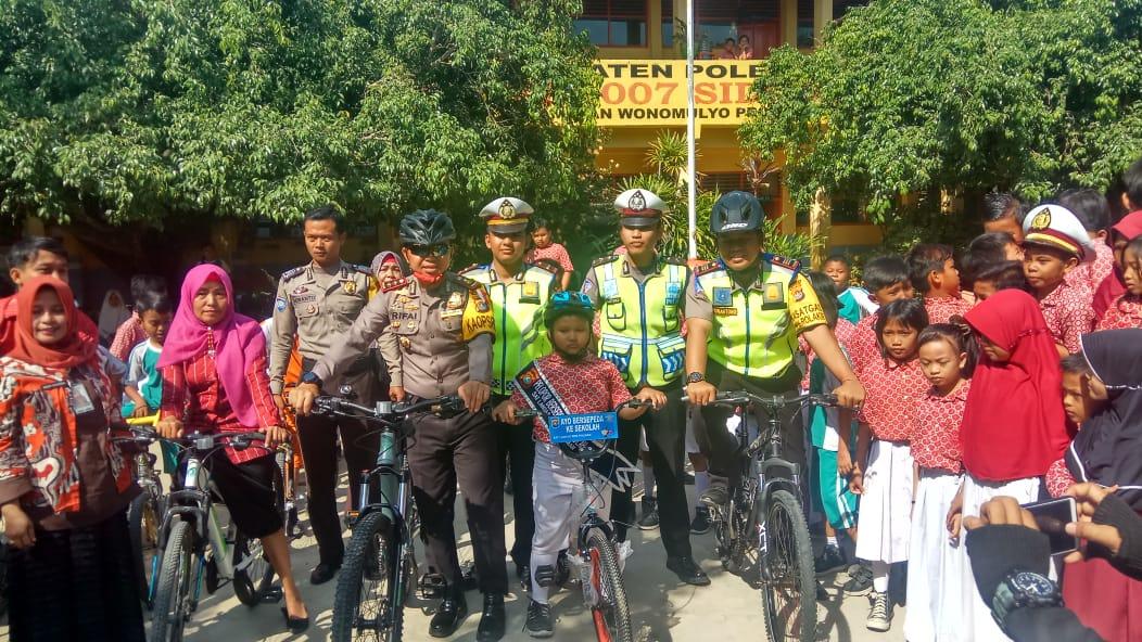 Kapolres Polman Menobatkan  Duta Pelopor Bersepeda Ke Sekolah
