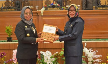 Ketua DPRD Sulbar Lantik Saoda Menjadi Anggota DPRD Sulbar